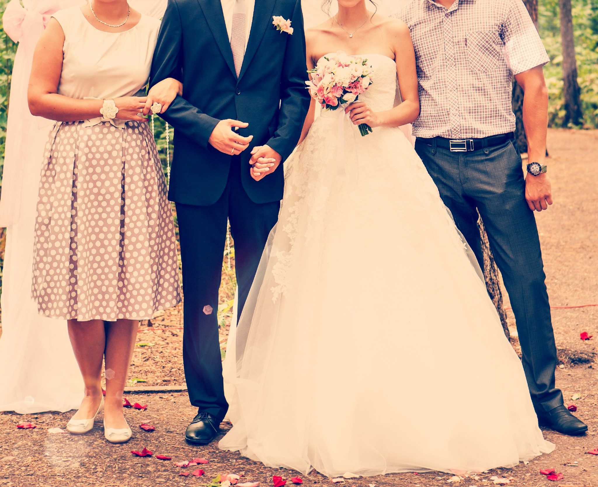 22446934f6823 「おもてなし」をするときに大切なポイントはズバリ「相手の立場に立って考える」ことです。結婚式準備や当日、色々と判断・対応に困る場面に直面することもあるかと  ...