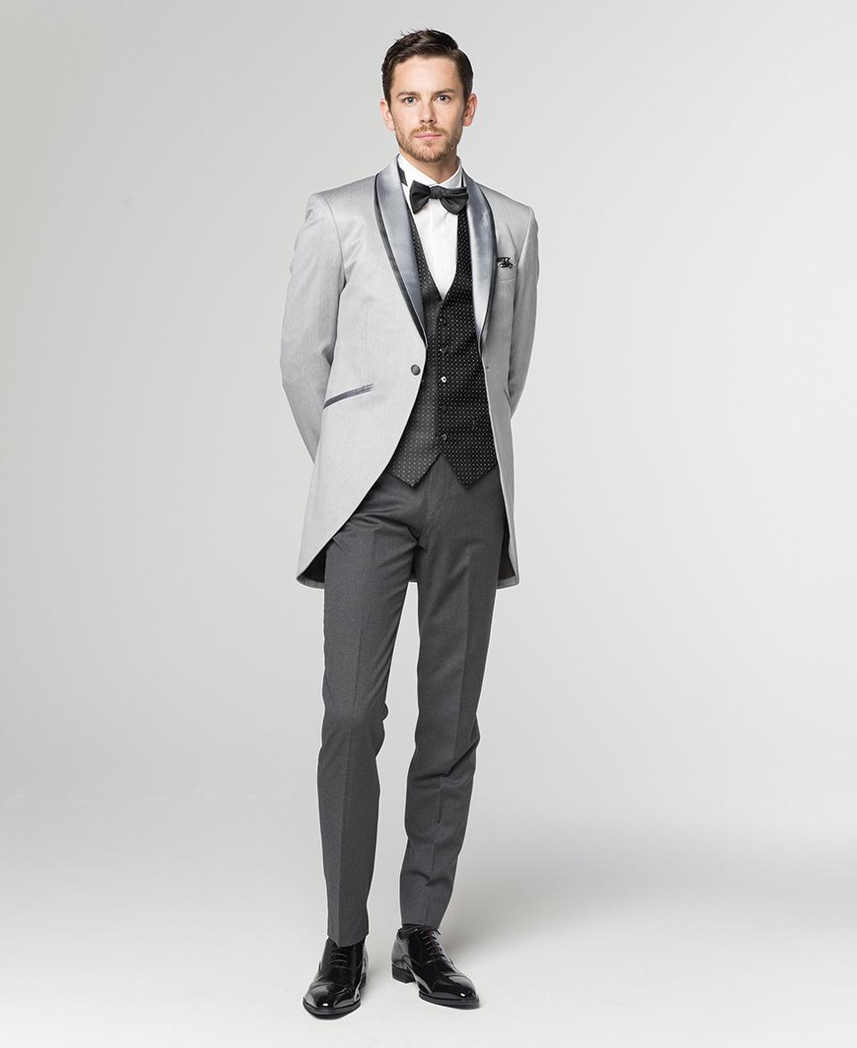 7d646c710a230 フロックコートの、ジャケットの前の部分を切りとった形の衣装が「モーニング」と呼ばれます。後ろが長くて、前が短いのが特徴です。今はフロックコートより  ...