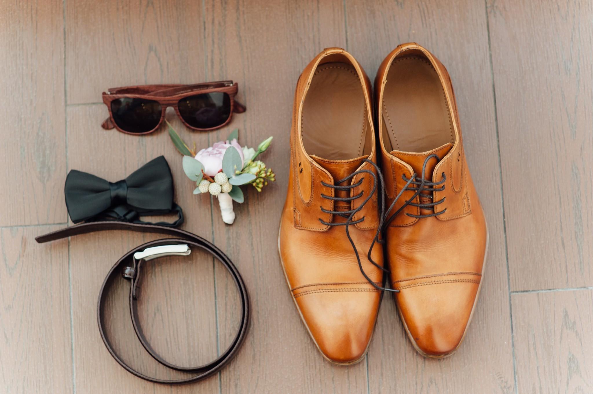 5e9f9329863b3 また、ブラックスーツに合わせて着用するワイシャツやネクタイなどの小物にも、マナーはいくつか存在します。