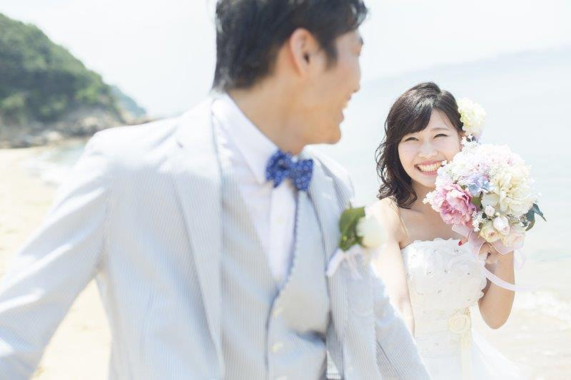 暑い夏や寒い冬、結婚式をするメリットはある?2