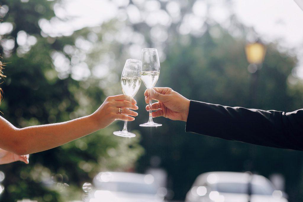 これでバッチリ 結婚式の 乾杯挨拶 基本例文 ウェディング