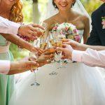 お互いの地元が離れている場合、結婚式場は彼の地元で選ぶべき?