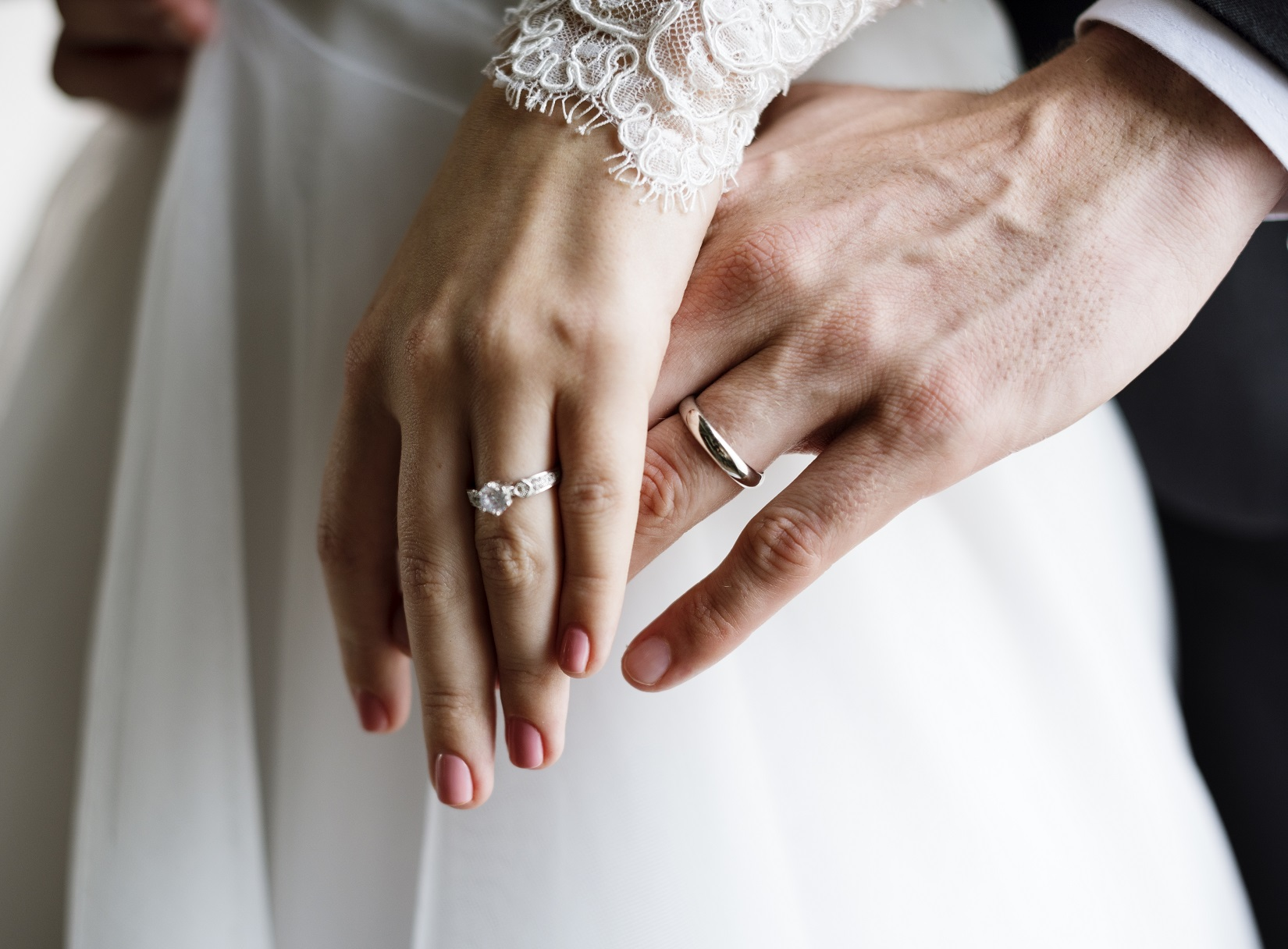 0be99091c8086 結婚が決まって、いざ結婚式を挙げようと意気込んでも、「何からしたらいいか分からない」という人、いるのではないでしょうか?結婚式は一生に一度。大事な式で失敗は  ...