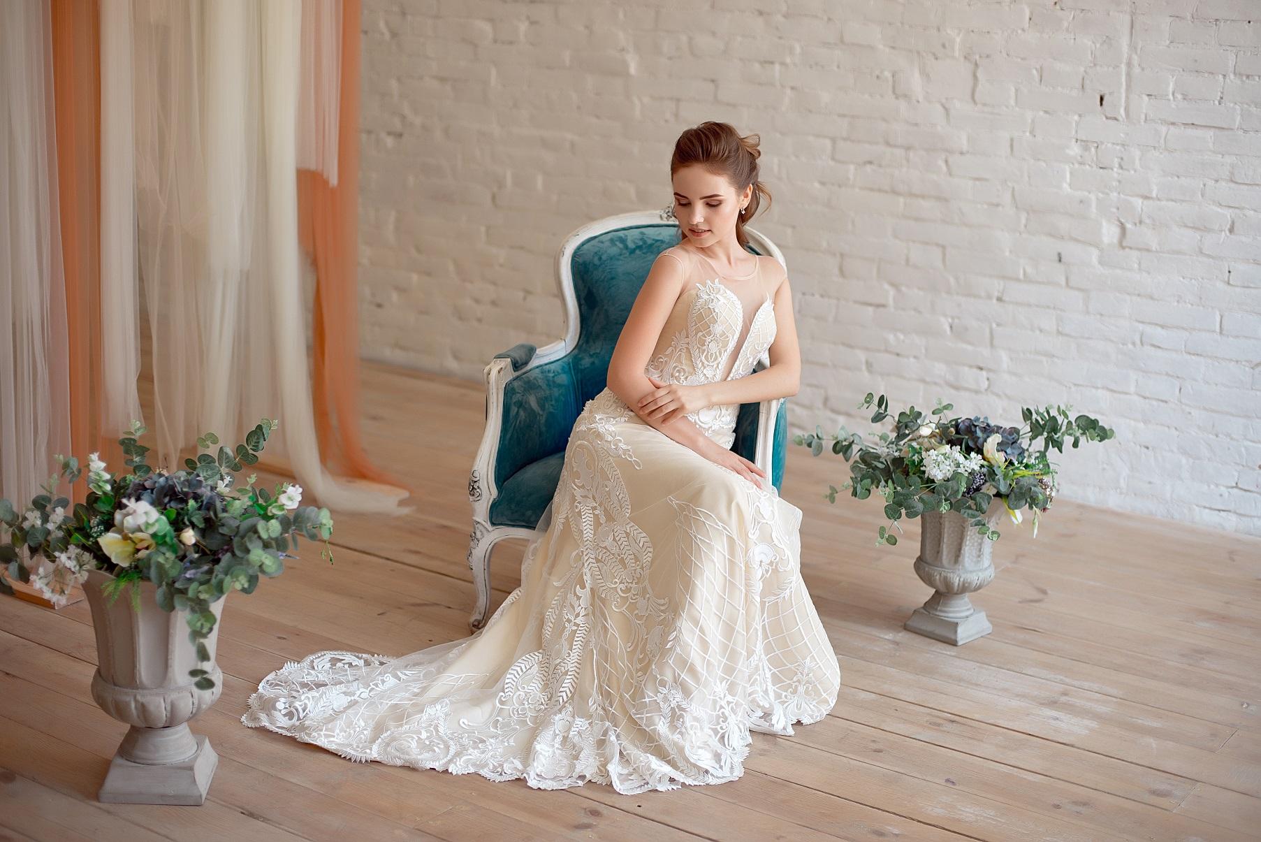 aa0eab9a27124 親族として出席する場合は一般の他の参列者と違って落ち着いた雰囲気のドレスを選ぶように気をつけてください。 ドレス の着丈は膝下より長いものをおすすめします。