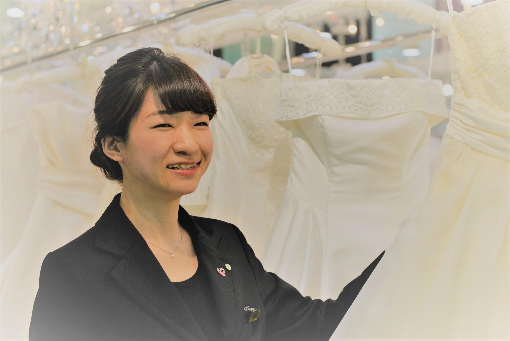 755021ba1eea2 しかし、年代や結婚式を挙げる季節によって選ばれる衣装は少し異なっていたり、また、ドレス選びの時には気にしなくて良くても、タキシード選びの際にこそ気をつける  ...