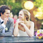 「会費制」の結婚式は新郎新婦にとって得をする?損をする?