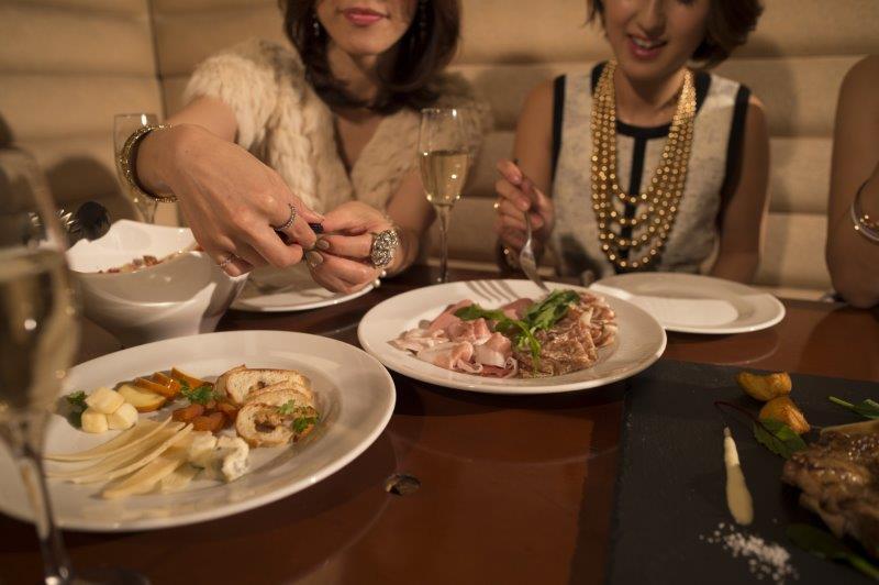 「フォトウェディング+食事会」のメリットや価格の目安について3