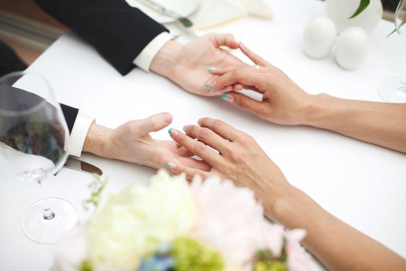 結婚指輪と婚約指輪の違いは?ペアリングともまた違う?2