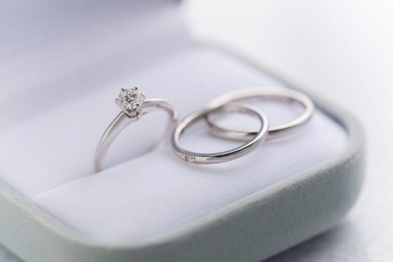 結婚指輪と婚約指輪の違いは?ペアリングともまた違う?3
