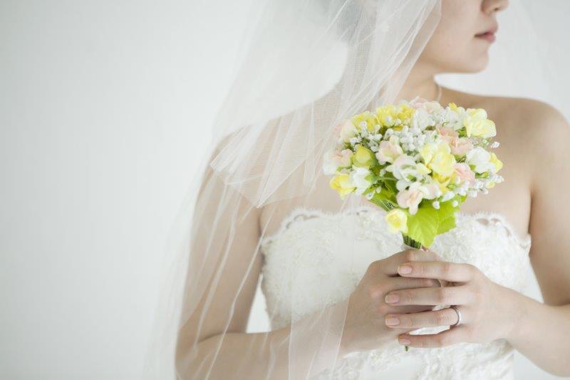 結婚式のヘアメイクを外注できる?料金の目安や注意点とは2