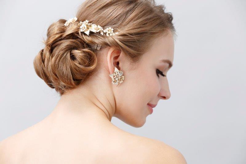 結婚式のヘアメイク持ち込みは可能?料金や注意点とは3