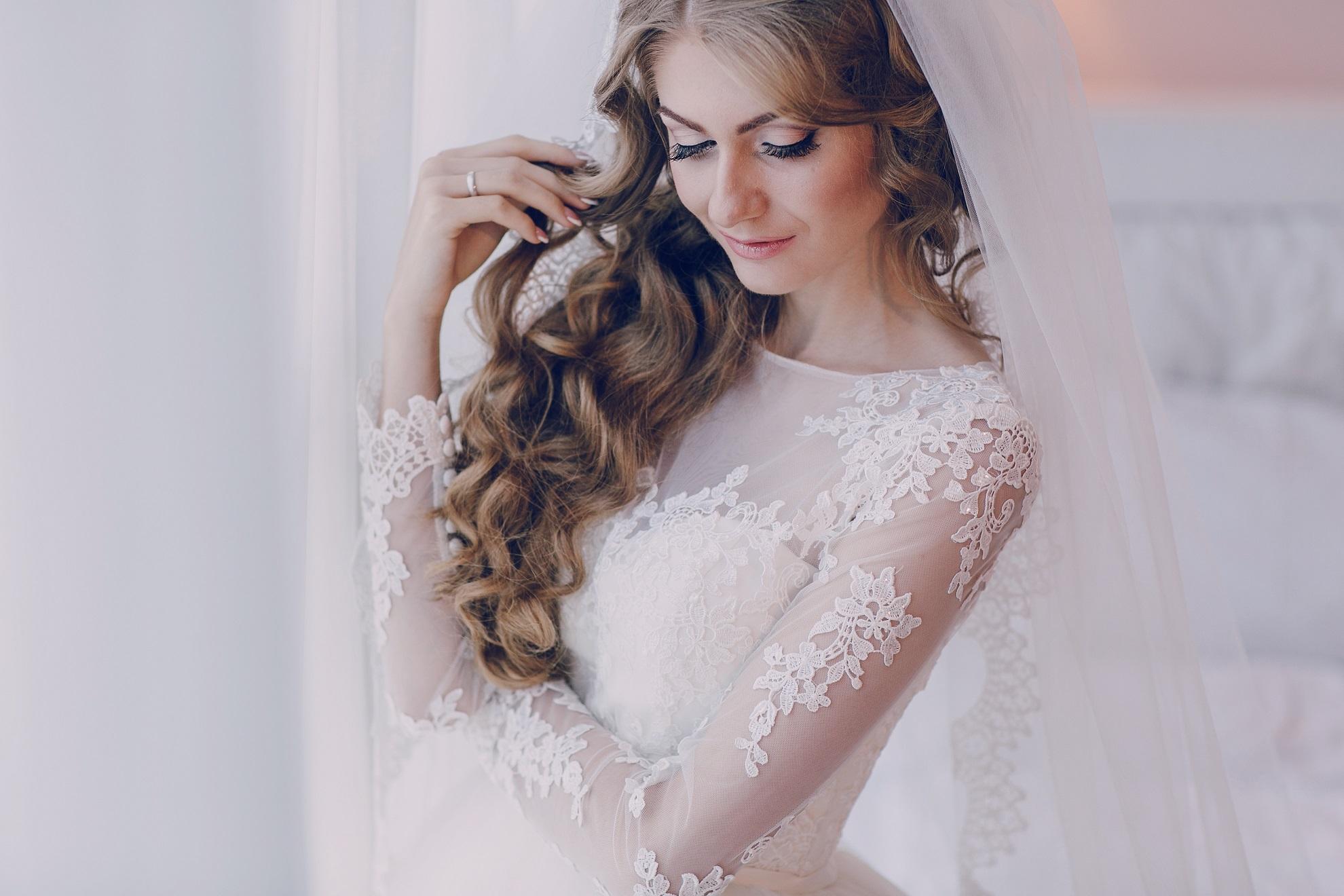 6a8116b93dff7 冬の結婚式……冬に似合うウェディングドレスで冬の結婚式をエンジョイしま ...