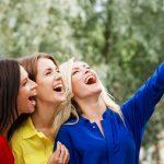 SNSのプロフィール写真から見破る、女性の深層心理とは?