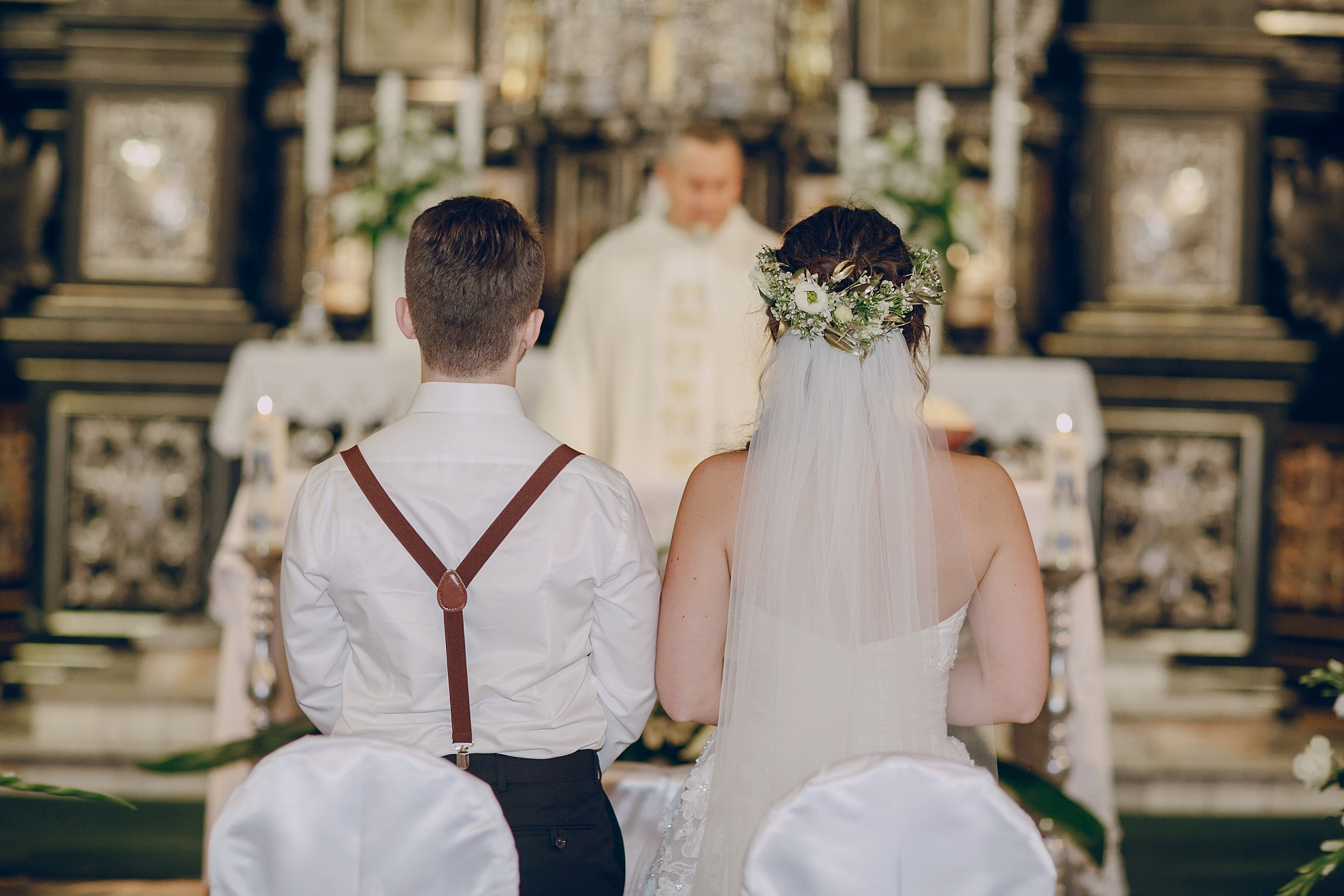 367a9f21b721a 近年、盛大な披露宴ではなく、親族だけを招待したシンプルな式のウェディングスタイルが人気を集めています。 そういったスタイルを選択した場合、結婚式準備はどの  ...