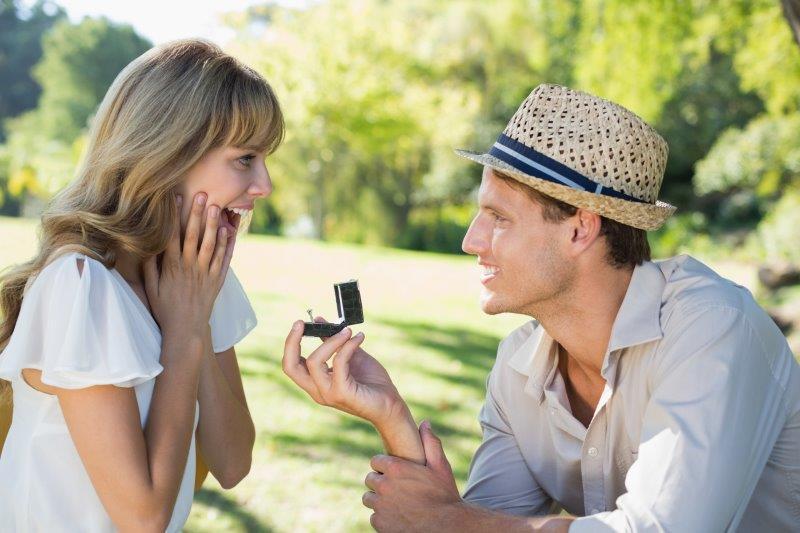 婚約とプロポーズの違いとは?1