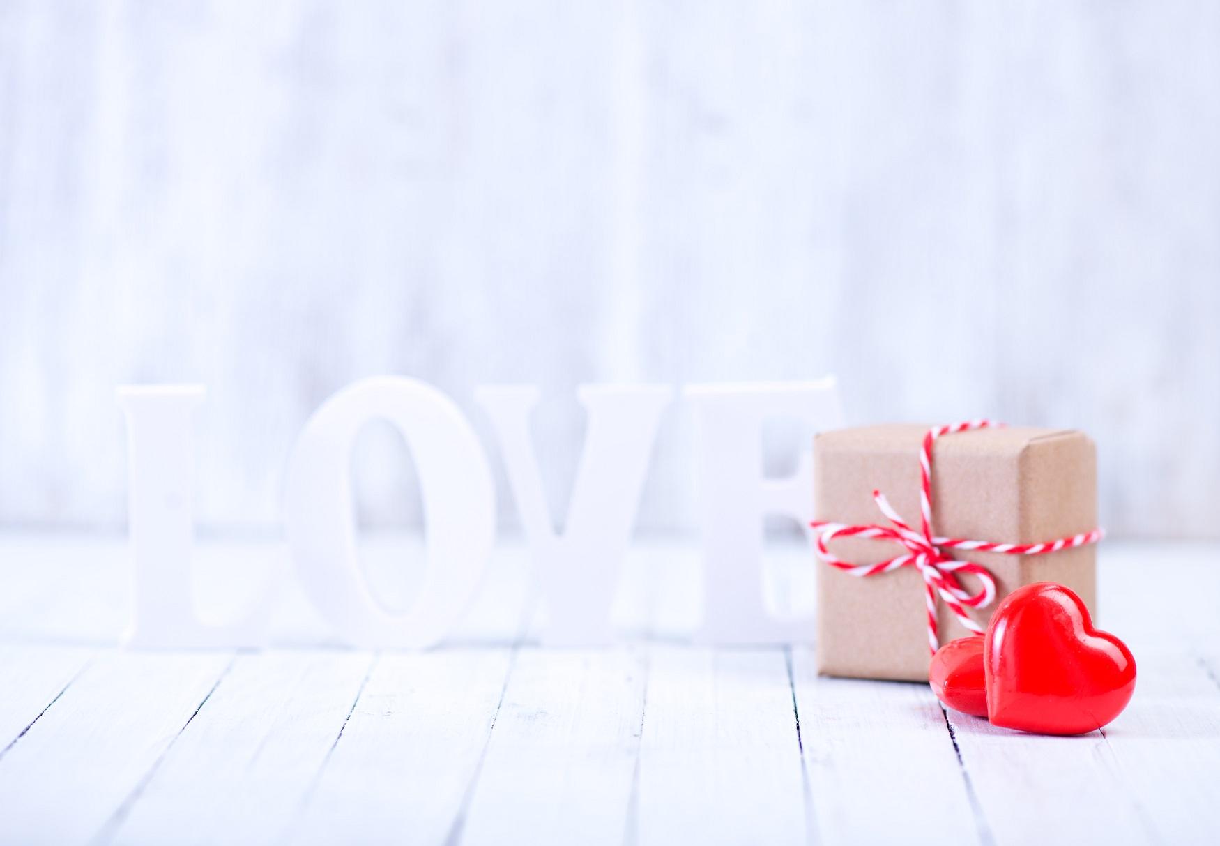 自分たちの結婚式でも、友人の結婚お祝いメッセージでも、日本語だけではなく、英語のフレーズでスマートに表現できると素敵ですよね。