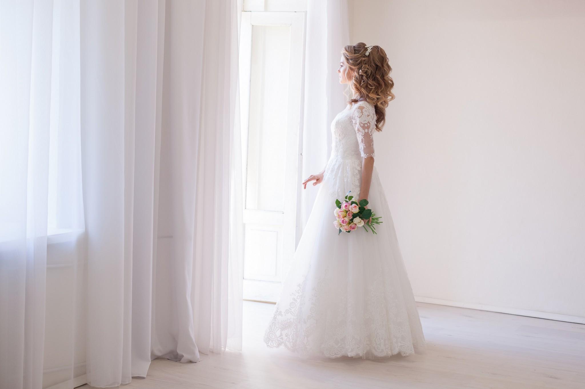 6b3e6caf91c6b 結婚式当日は、「ウェディングドレスを着る前に必ずトイレに行く」、というのが一番のポイントです。結婚式当日は、飲み物をゲストからたくさん勧められます。