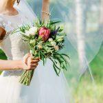 カジュアルな1.5次会でも花嫁はウェディングドレスを着るもの?