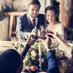 あなたの選択は間違っているかも。結婚式をしたカップルは「満足」、しないカップルは「後悔」する
