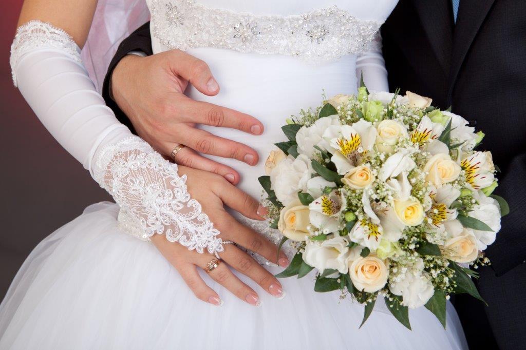でき婚の結婚式事情 挙式の時期や費用の目安とは2