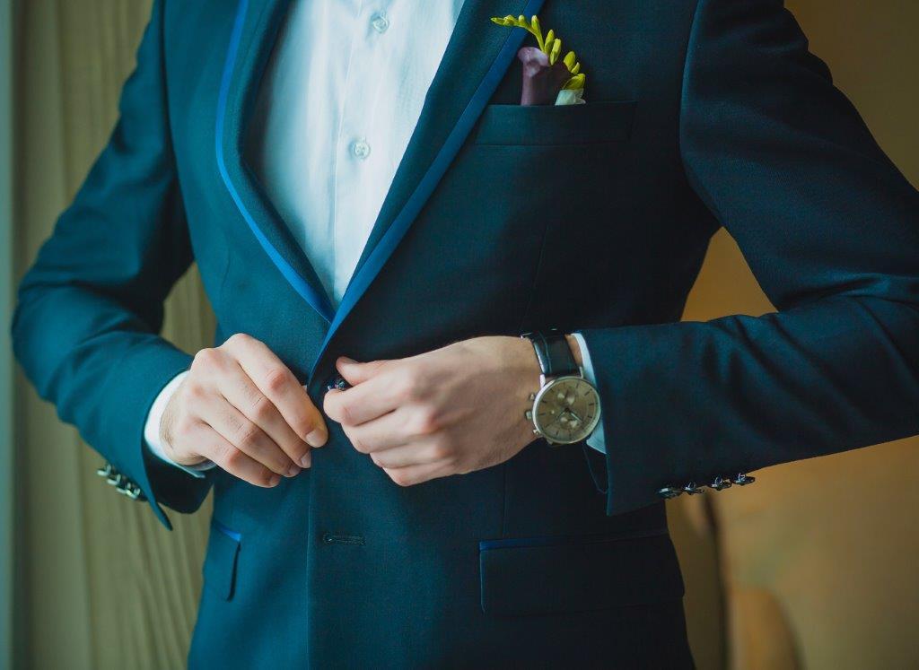 結婚式1.5次会の服装のポイント スーツ