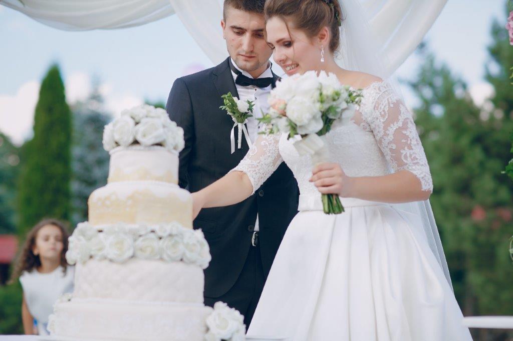 結婚式と二次会はセットでやるのが必須!?2