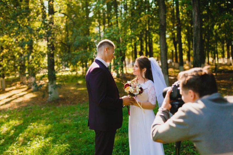 結婚式で家族写真を撮るタイミングや注意点
